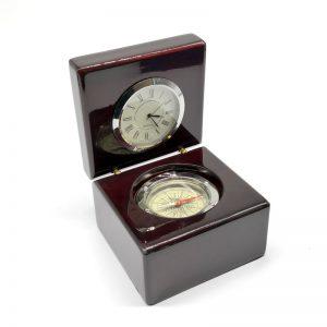reloj brújula en caja de madera vitrificada - EmpresasCTM