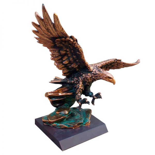 águila de cobre grande